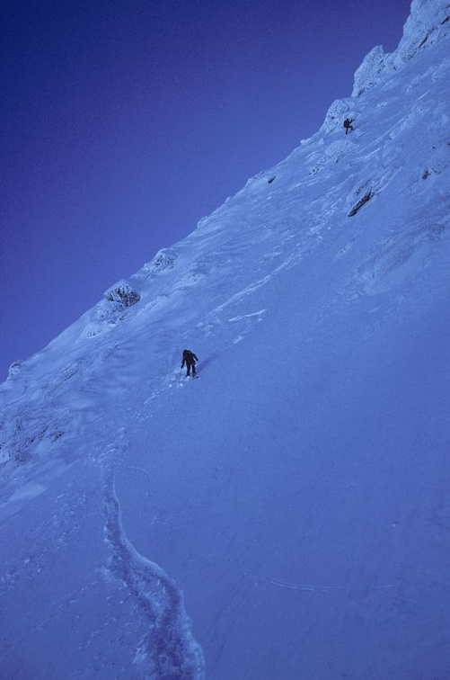 Descente en face NE du Grand Capelet